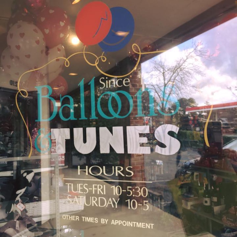 Front window of Balloons and Tunes